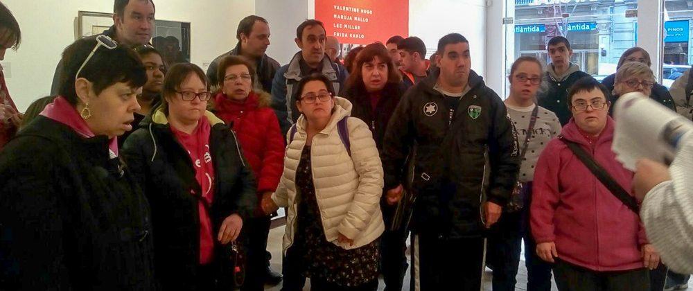 """Aprodisa visita l'exposició """"Dones Surrealistes"""""""